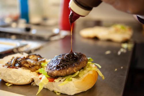 Burger sauced-1280x960